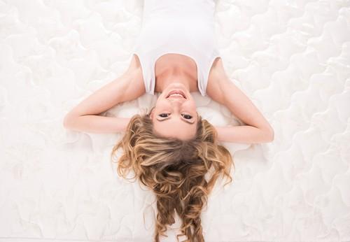 Natural response mattress - smiling lying woman